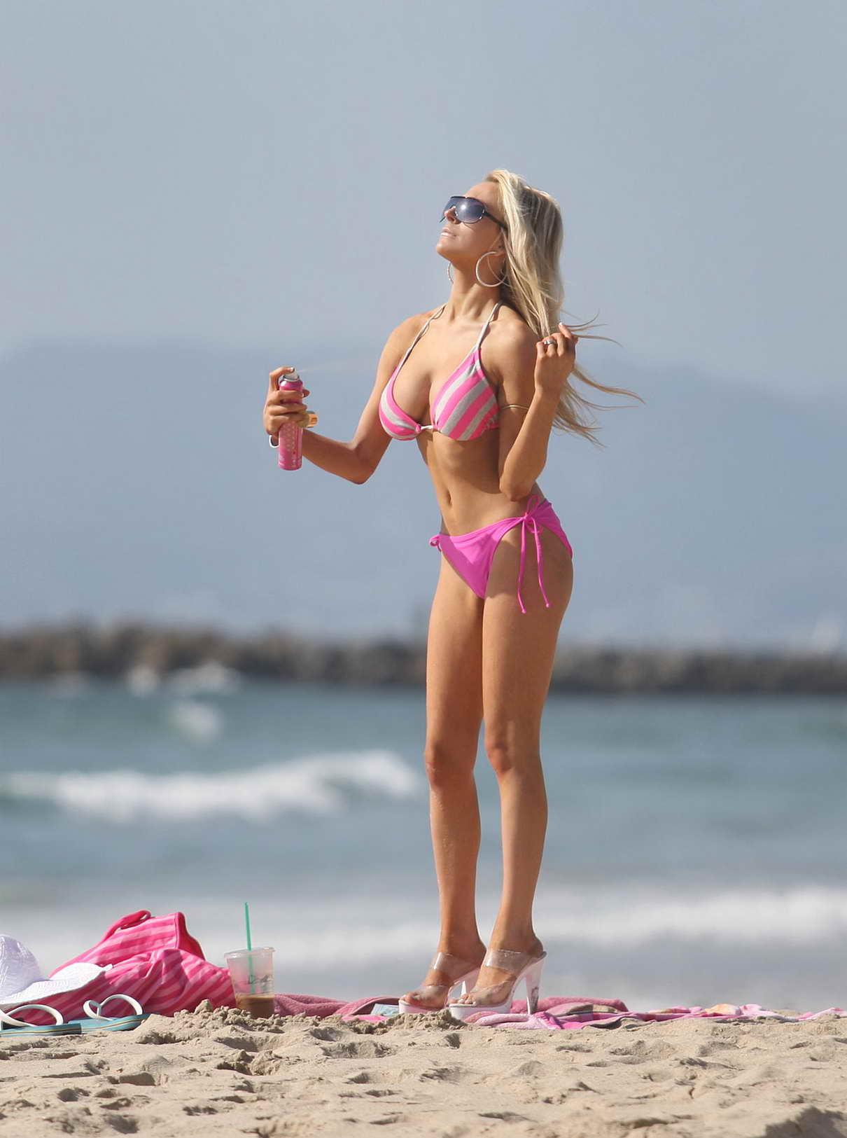 Фото россиянок на пляже 7 фотография