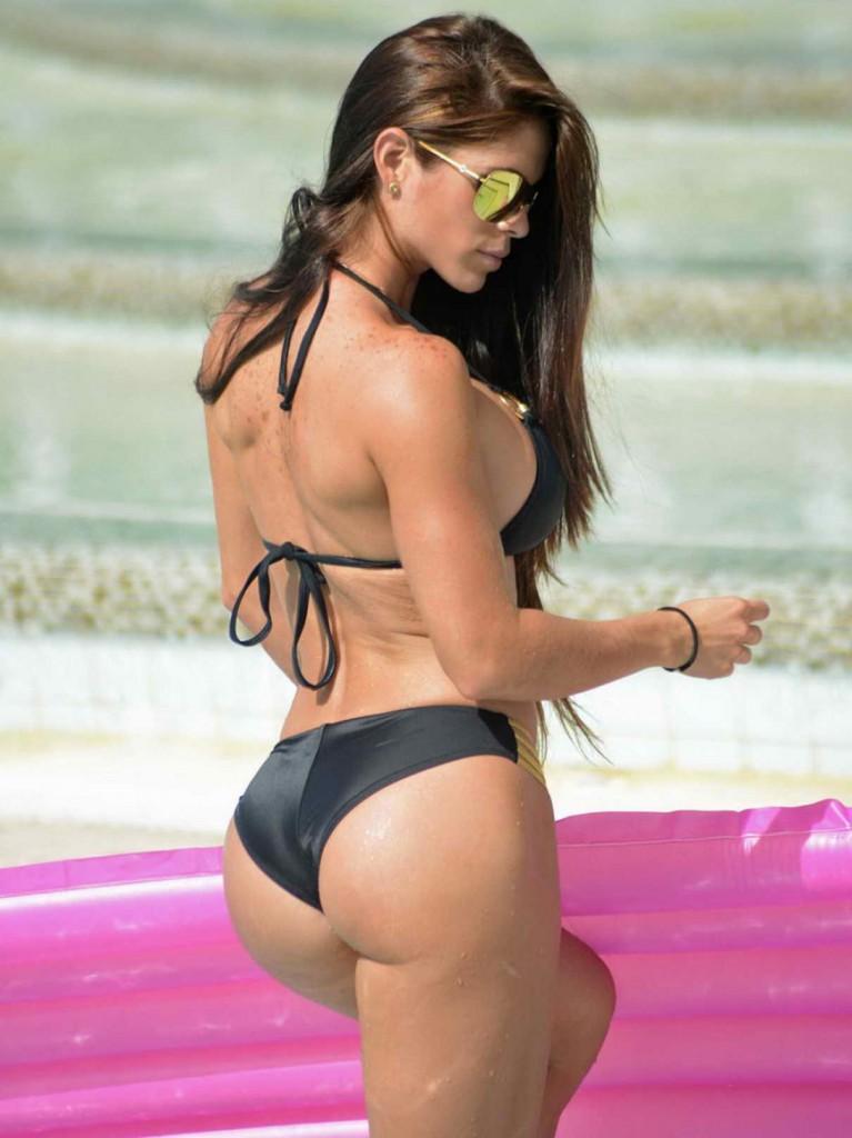 Michelle Lewin In a bikini on the beach in Miami - Celebzz