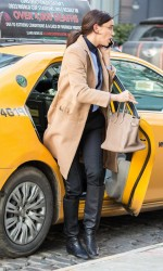 Irina Shayk Catching a Cab in New York 02/11/2016-3