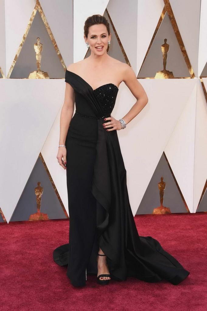 Jennifer Garner at 88th Annual Academy Awards in Hollywood 02/28/2016-1