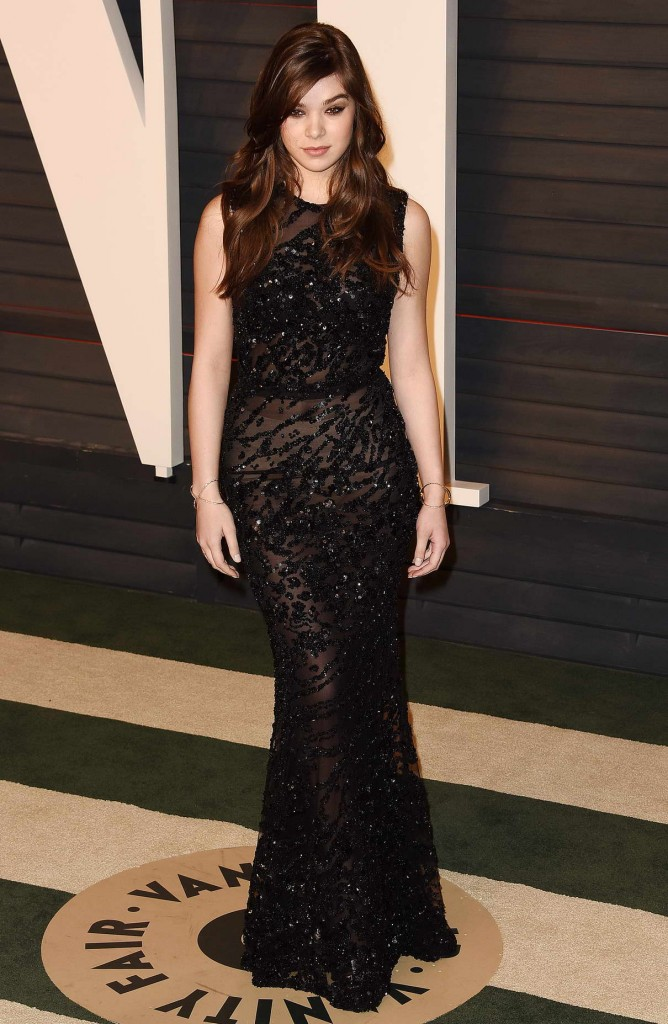 Hailee Steinfeld at Vanity Fair Oscar Party in Beverly Hills 02/28/2016-1