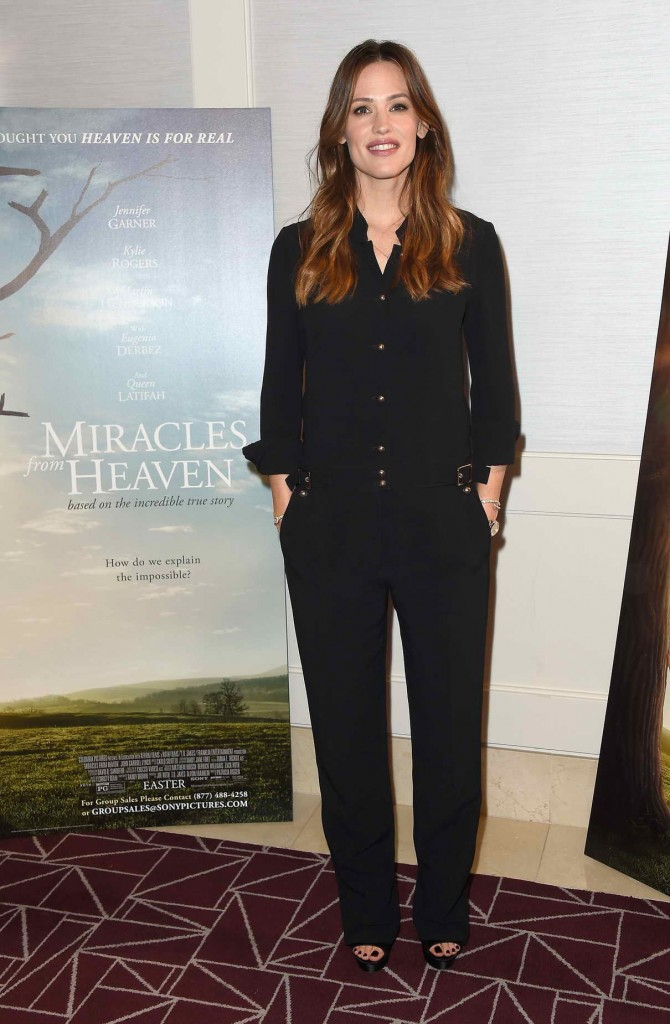 Jennifer Garner at Miracles From Heaven Photo Call in West Hollywood 03/04/2016-1