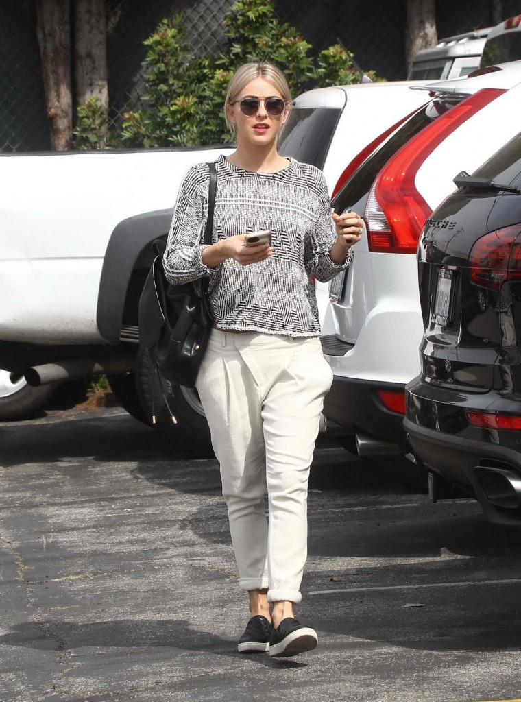 Julianne Hough at Furniture Shopping in Los Angeles 03/04/2016-1