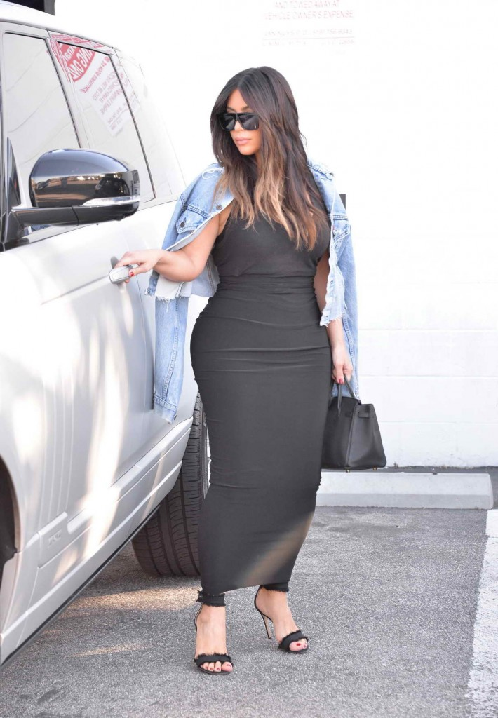 Kim Kardashian Arriving at the Studio in Van Nuys 03/25/2016-1