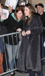 Olivia Wilde Outside the Apple Store in New York 03/17/2016-3