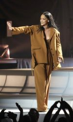 Rihanna Performs in Vancouver 04/23/2016-2