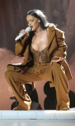 Rihanna Performs in Vancouver 04/23/2016-5