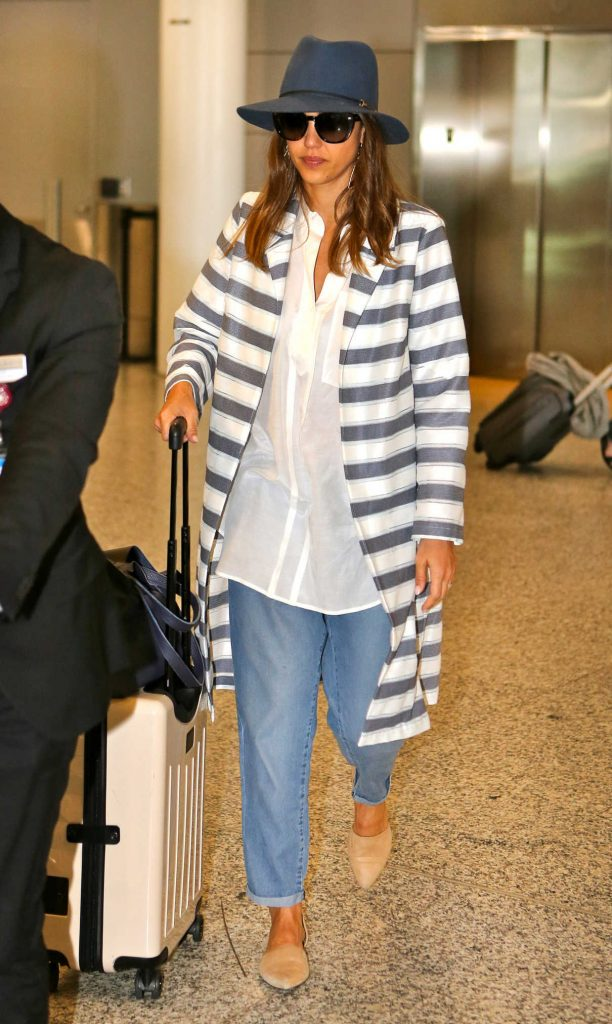 Jessica Alba Arrives at Pearson International Airport in Toronto 06/27/2016-1