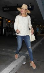 Kate Hudson Arrives at LAX Airport Los Angeles 05/31/2016-3