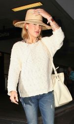 Kate Hudson Arrives at LAX Airport Los Angeles 05/31/2016-5