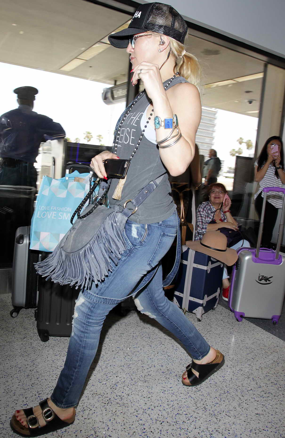 Kate Hudson at LAX Airport in LA 06/23/2016-3