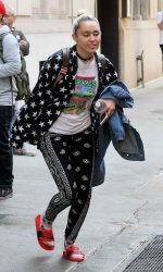Miley Cyrus Leaves Woody Allen's Office in New York City 06/15/2016-2