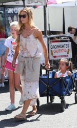 Denise Richards Was Seen at the Farmer's Market in Studio City 07/10/2016