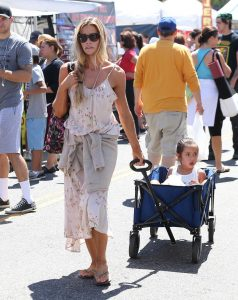 Denise Richards Was Seen at the Farmer's Market in Studio City 07/10/2016-3