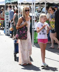 Denise Richards Was Seen at the Farmer's Market in Studio City 07/10/2016-4