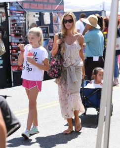 Denise Richards Was Seen at the Farmer's Market in Studio City 07/10/2016-5