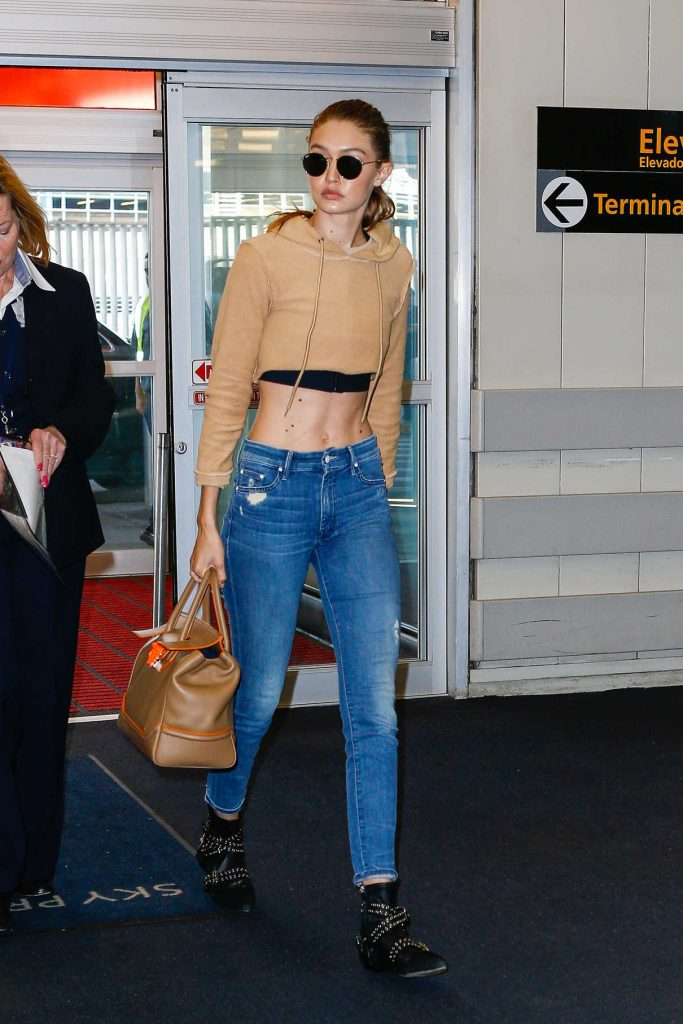 Gigi Hadid Arrives at JFK Airport in New York City 07/26/2016-1