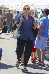 Jane Lynch Was Seen at Farmer's Market in Los Angeles 07/03/2016-2