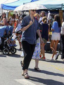 Jane Lynch Was Seen at Farmer's Market in Los Angeles 07/03/2016-5