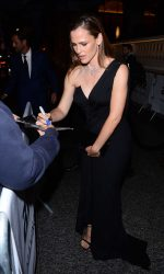 Jennifer Garner Arrives at amfAR Paris Dinner at Peninsula Hotel 07/03/2016-5