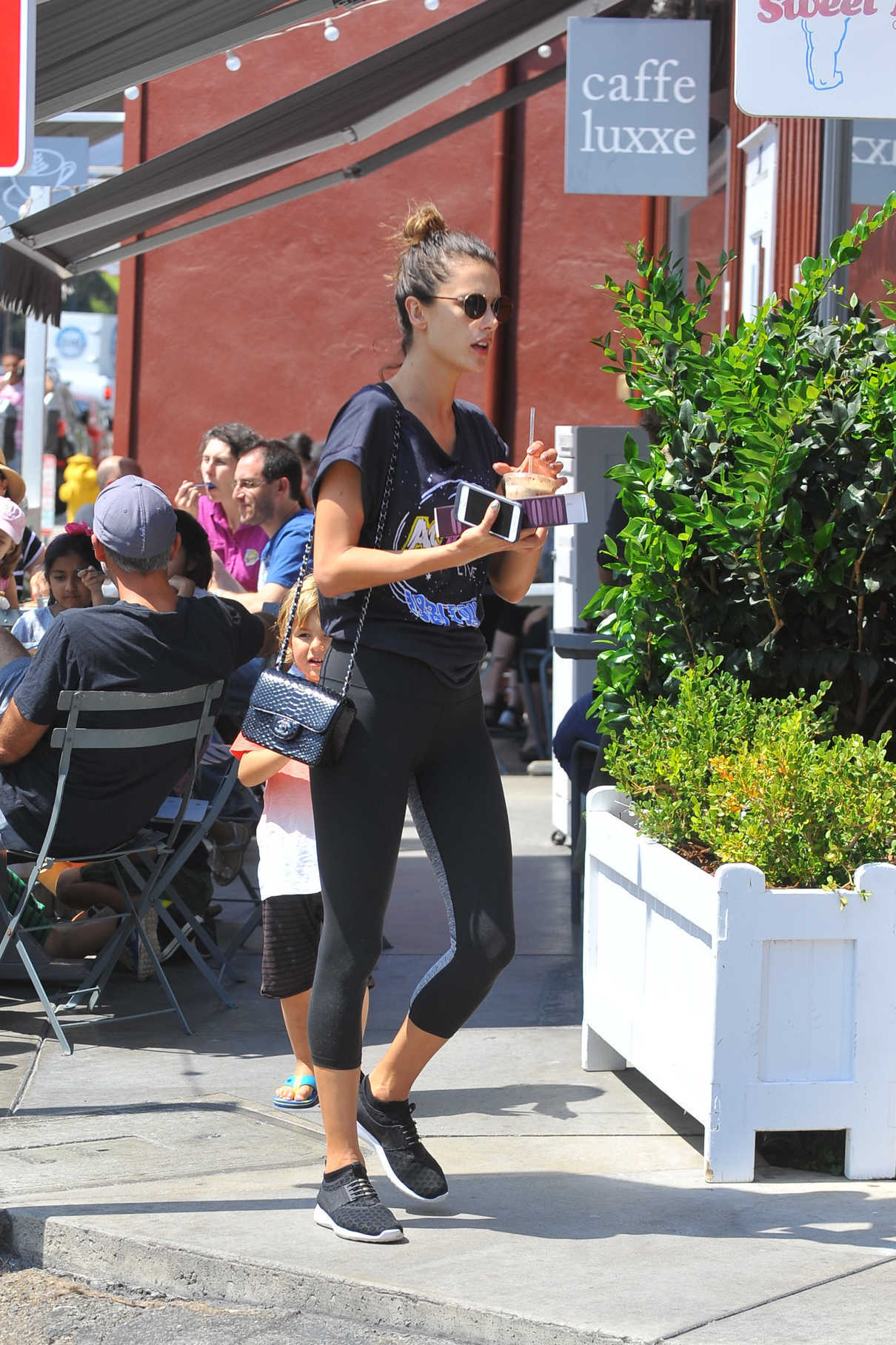 Alessandra Ambrosio Was Seen Out in Los Angeles 08/27/2016-3