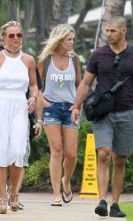 Britney Spears Goes Shopping in Kauai 08/07/2016-4