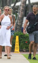 Britney Spears Goes Shopping in Kauai 08/07/2016-5