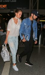 Gigi Hadid Arrives at LAX Airport in Los Angeles 08/12/2016-3