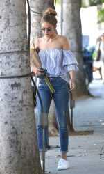 Gigi Hadid Was Seen Out in Los Angeles 08/10/2016-2