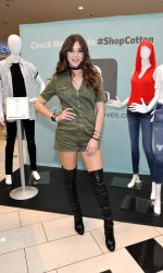 Hailee Steinfeld at the Cotton Inc Find Your Favorite Event at Glendale Galleria in California 08/27/2016-5