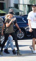 Hailey Baldwin Visits Urth Cafe in Beverly Hills 08/18/2016-4