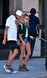 Hailey Baldwin Was Seen Out in New York City 08/22/2016-6