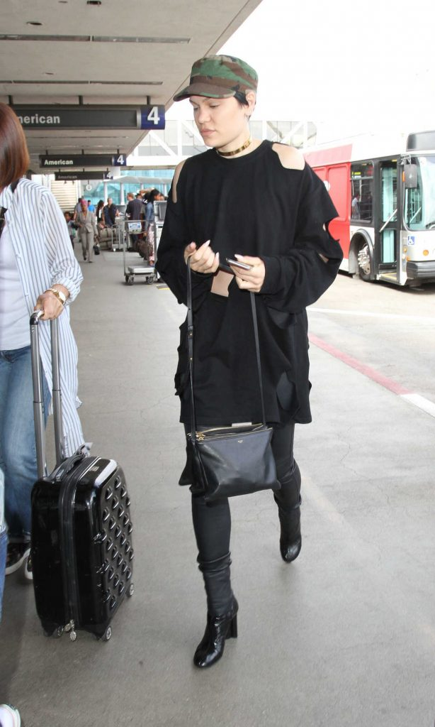 Jessie J Arrives at LAX Airport in Los Angeles 08/12/2016-1