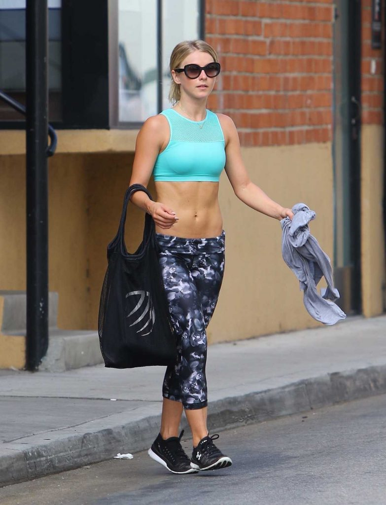 Julianne Hough Leaves the Gym in Los Angeles 08/10/2016-1
