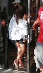 Kim Kardashian Arrives to Thousand Oaks Studio 08/12/2016-5