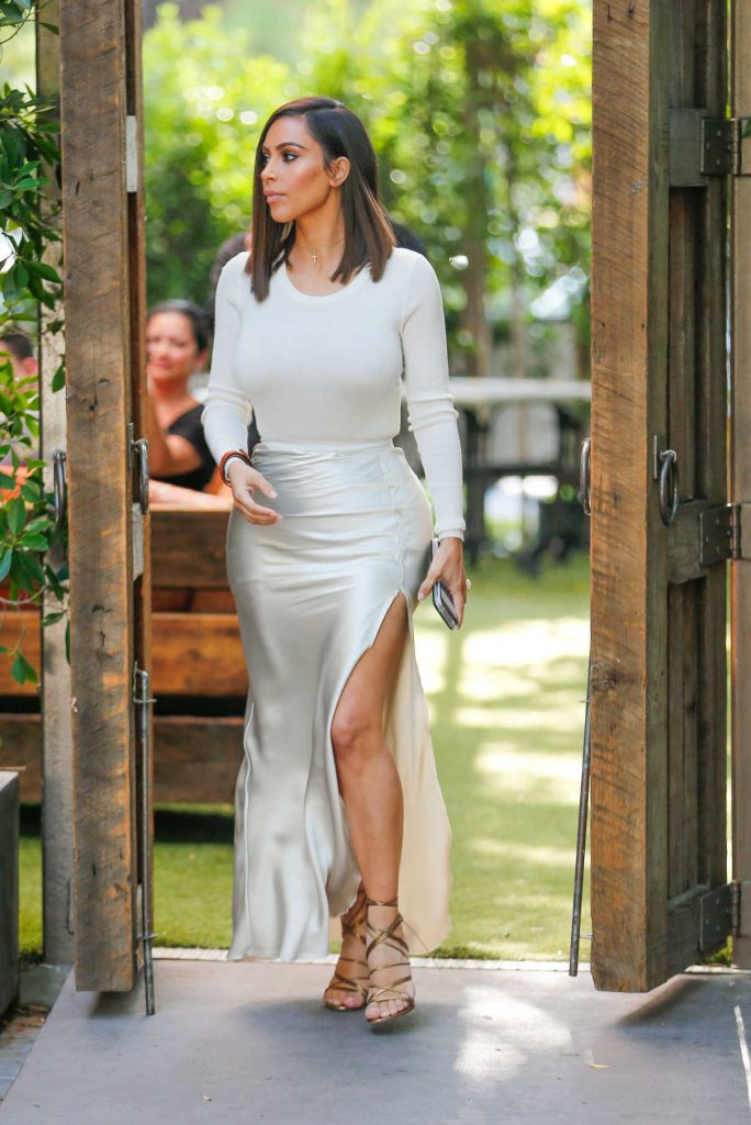 Kim Kardashian Leaves the Villa Restaurant in Woodland Hills 08/05/2016-1