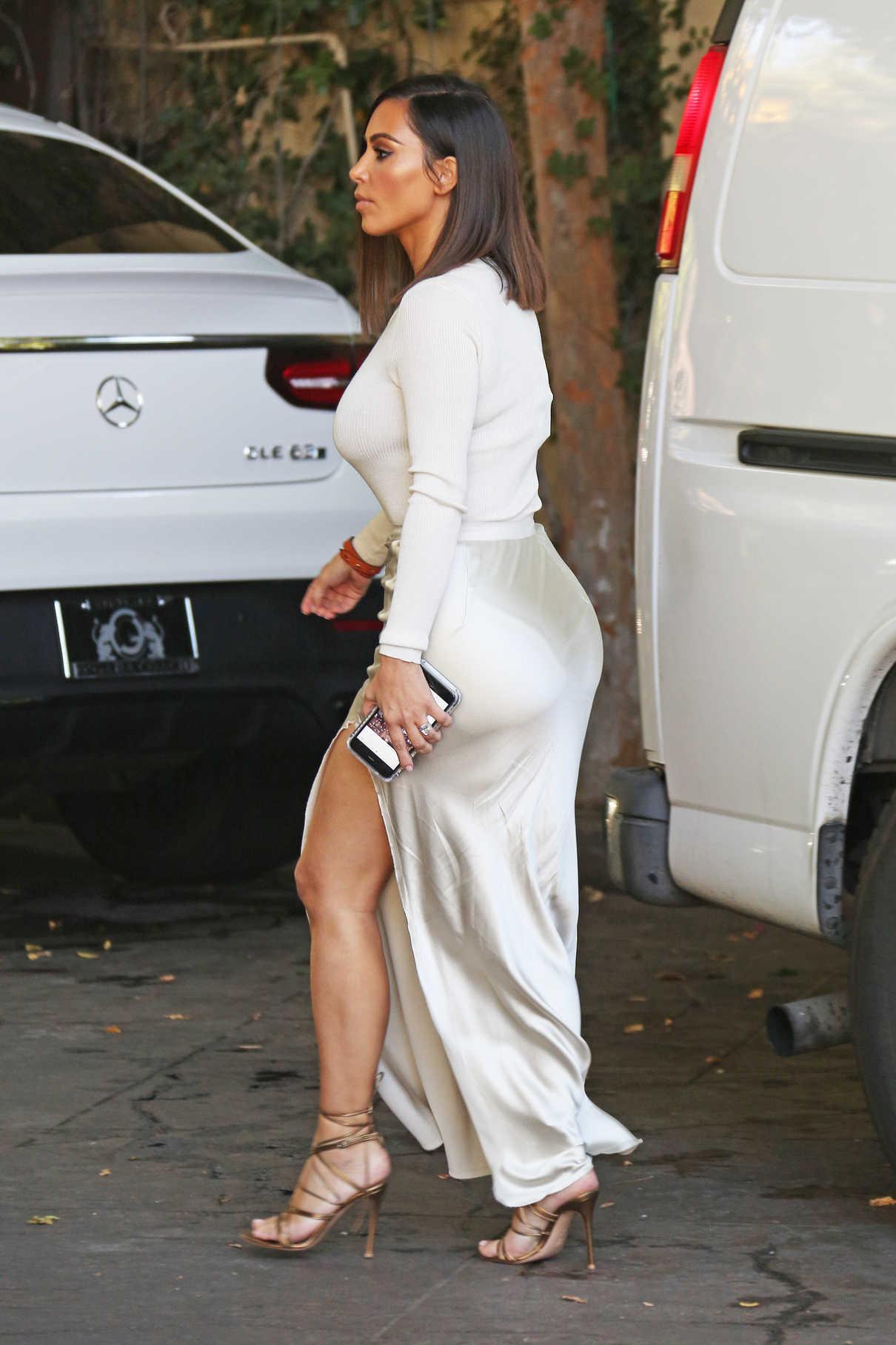 Kim Kardashian Leaves the Villa Restaurant in Woodland Hills 08/05/2016-6