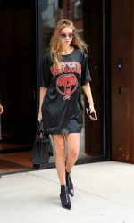 Gigi Hadid Leaves Her Apartment in New York City 09/06/2016-4