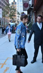 Gigi Hadid Returns to Her Apartment in NYC 09/15/2016-5