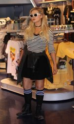 Holly Madison Was Seen Out in Anaheim 09/08/2016-5