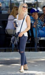 Julianne Hough Leaves the Third Cafe in Studio City 09/02/2016-5