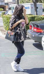 Kylie Jenner Goes for Pizza With Jordyn Woods at Fresh Brothers in Calabasas 09/02/2016-5