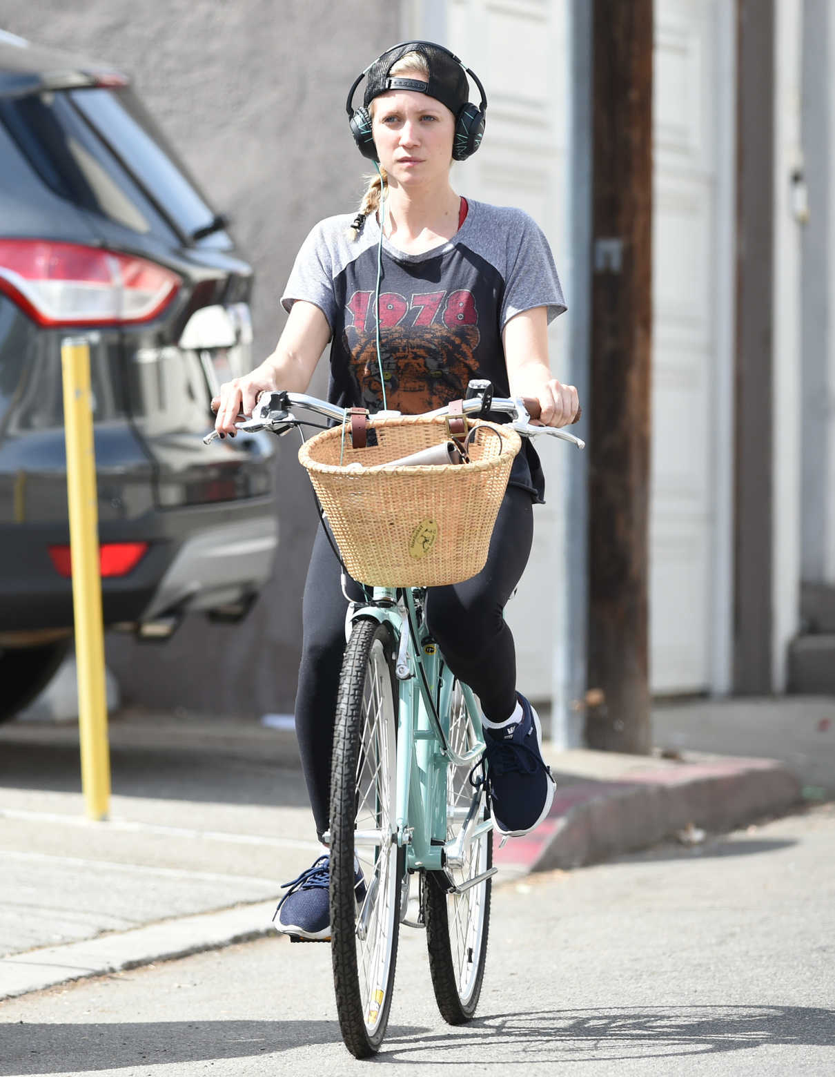 cycling for a cleaner los angeles The traffic in los angeles is  we love cycling  and feel better knowing that your morning commute doubles as exercise and contributes to a cleaner city.