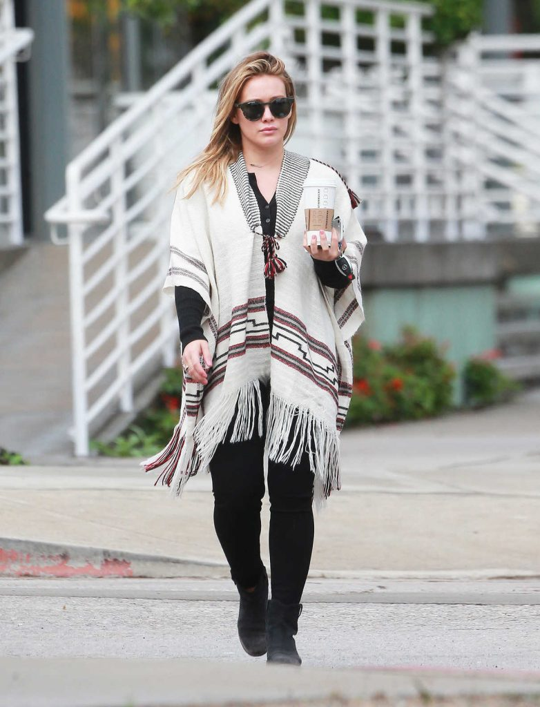 Hilary Duff Gets Her Morning Coffee in Studio City 10/17/2016-1
