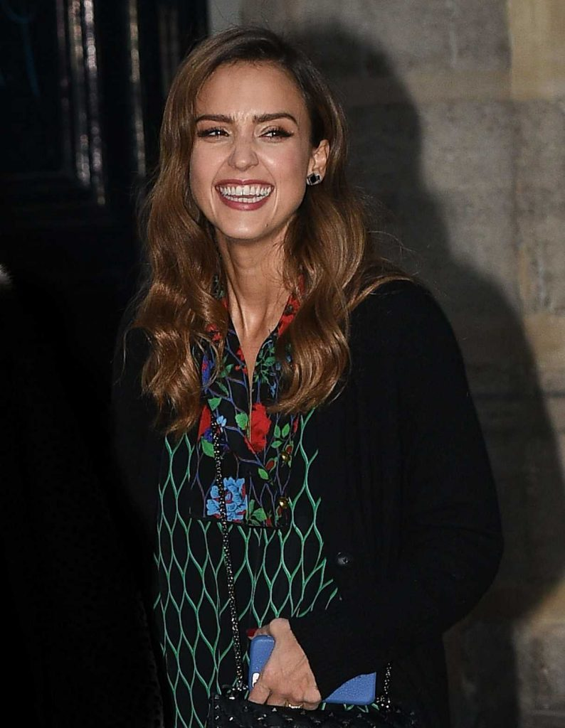 Jessica Alba Goes Shopping in Paris 10/02/2016-1