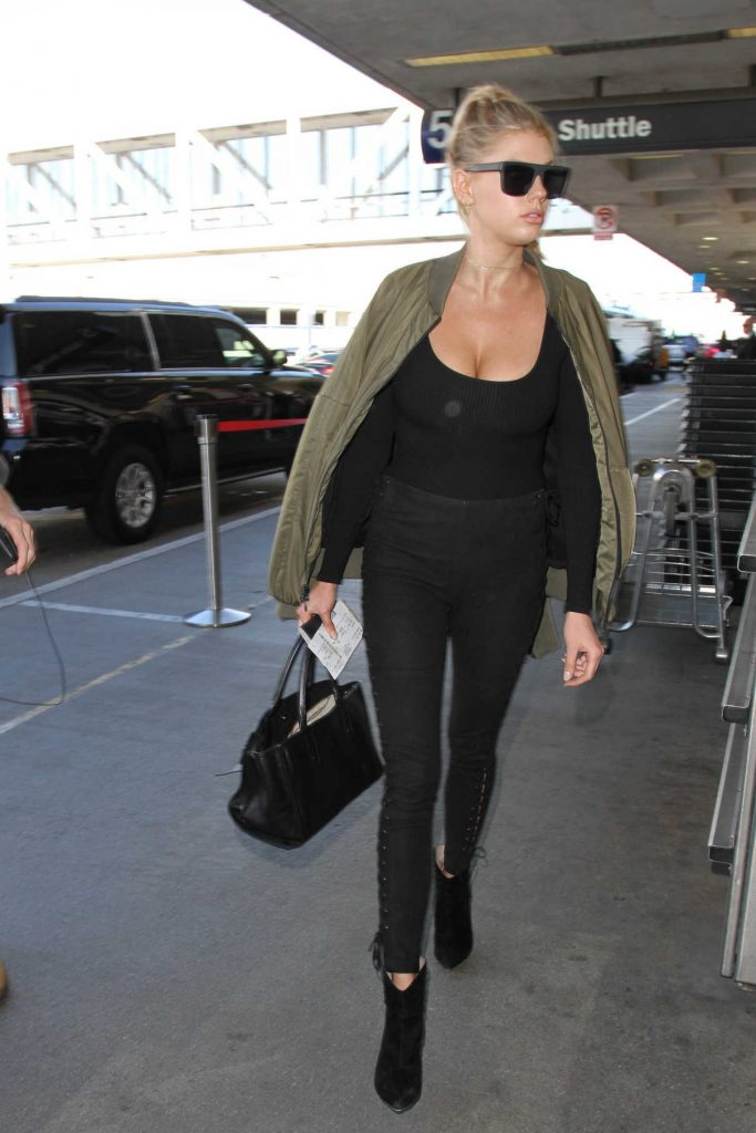 Charlotte McKinney Was Seen at Los Angeles International Airport 11/22/2016-1