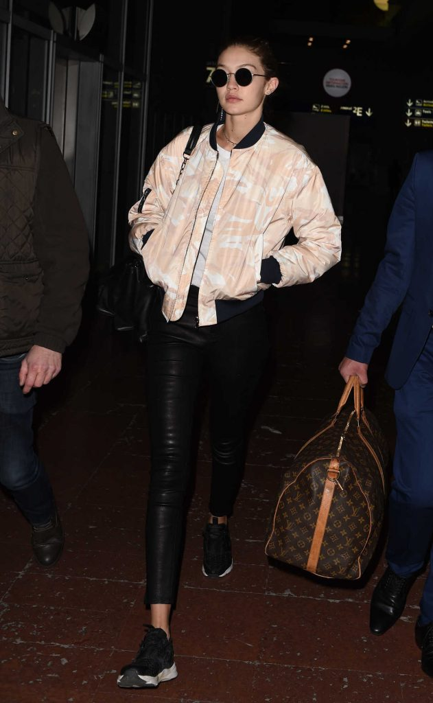 Gigi Hadid Arrives at CDG Airport in Paris 11/26/2016-1