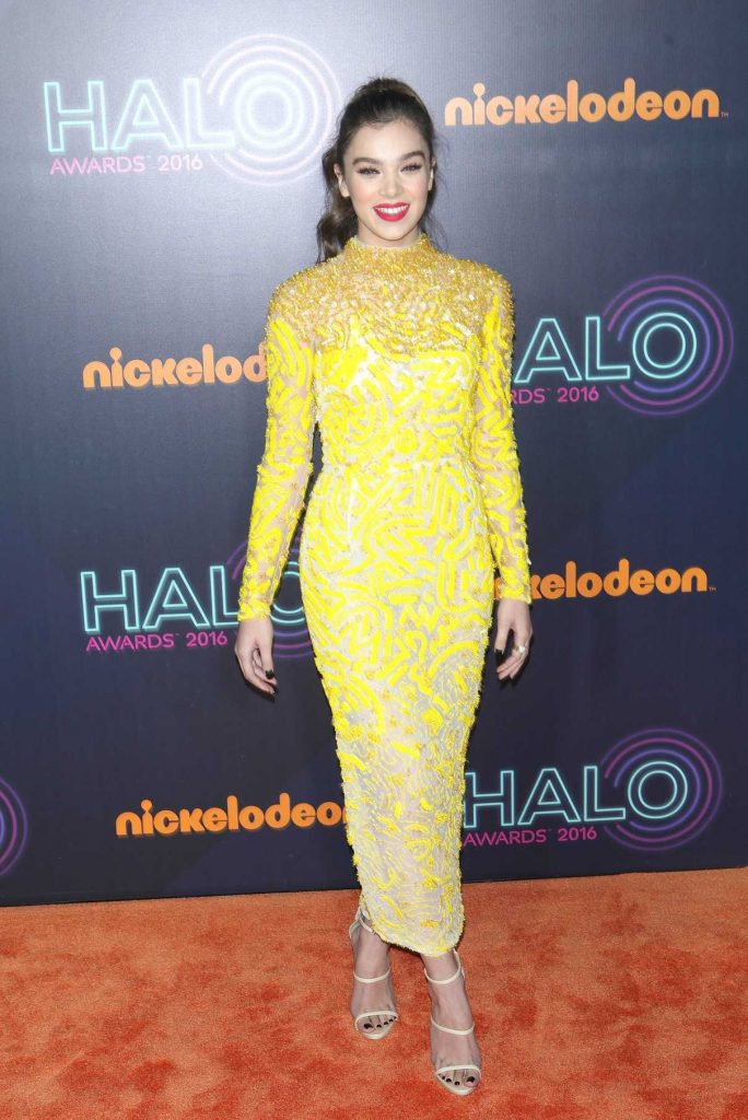 Hailee Steinfeld at the 2016 Nickelodeon Halo Awards in New York 11/11/2016-1