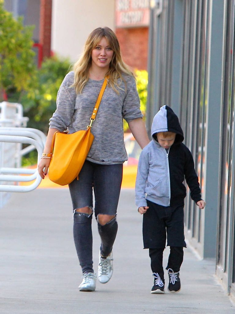 Hilary Duff Was Seen With Her Son Luca in Studio City 11/28/2016-1