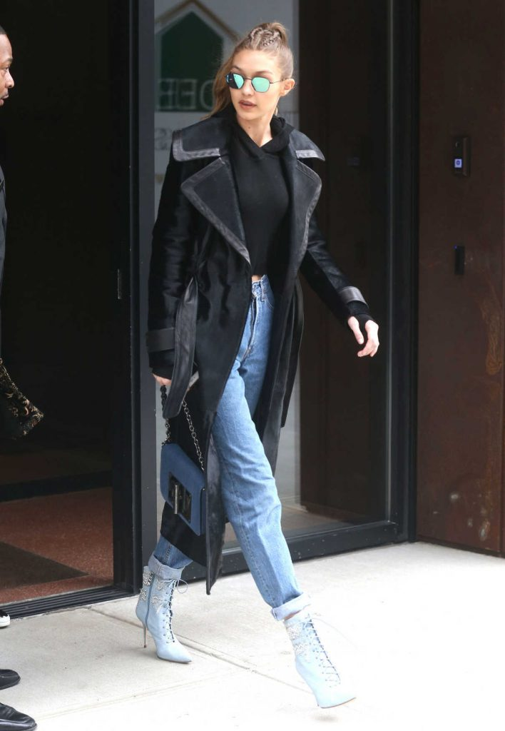 Gigi Hadid Leaves Her Apartment in New York City 12/08/2016-1